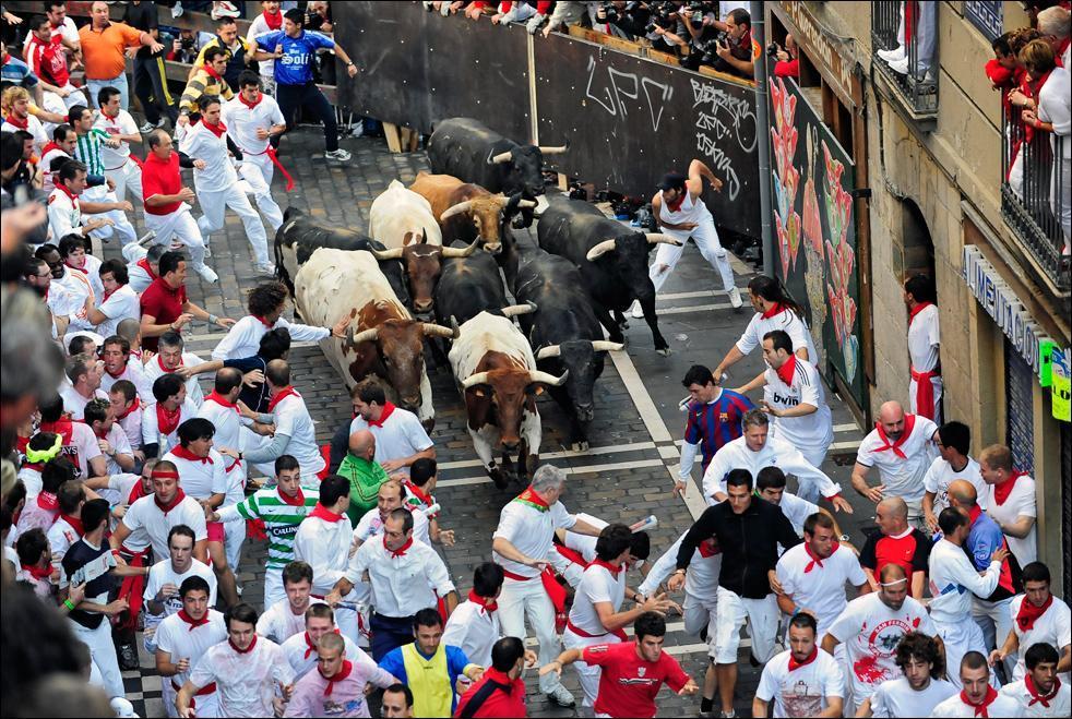 Running-of-Bulls-in-Spain-Vacation